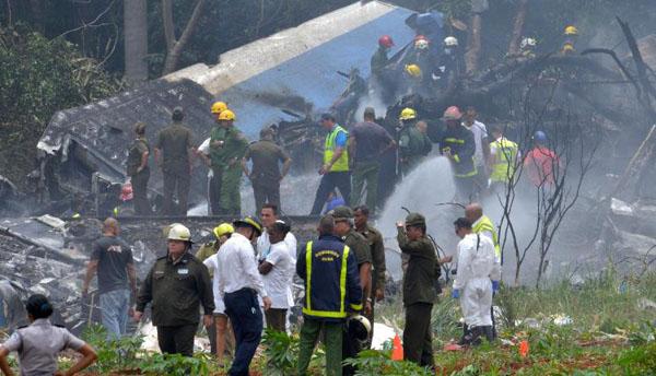 Hiện trường vụ rơi máy bay Cuba hôm 18/5. Ảnh: AFP.