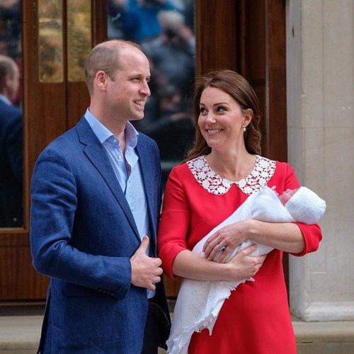 Đây là hình ảnh của Kate Middleton chỉ vài giờ sau khi sinh con trai. Với những bức ảnh này, mọi người đã gọi cô là Nữ siêu nhân thực sự.