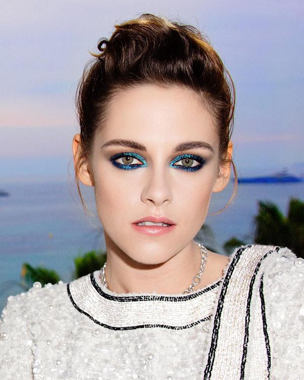 Đôi mắt nhũ xanh dương huyền ảo của Kristen