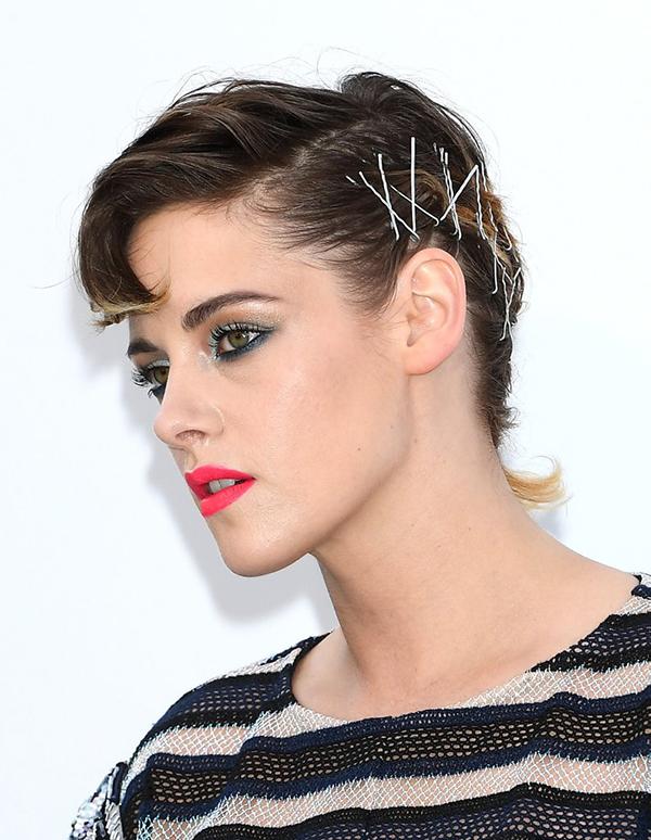 Không chỉ gây ấn tượng với những phong cách trang điểm cá tính, Kristen còn