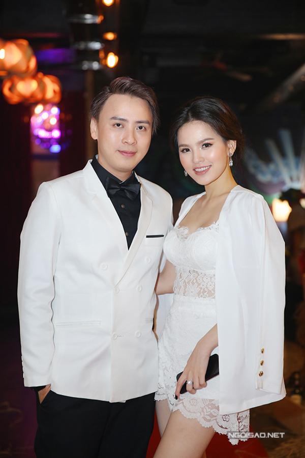 Diễn viên Phi Huyền Trang gợi cảm với mốt đồ ngủ.