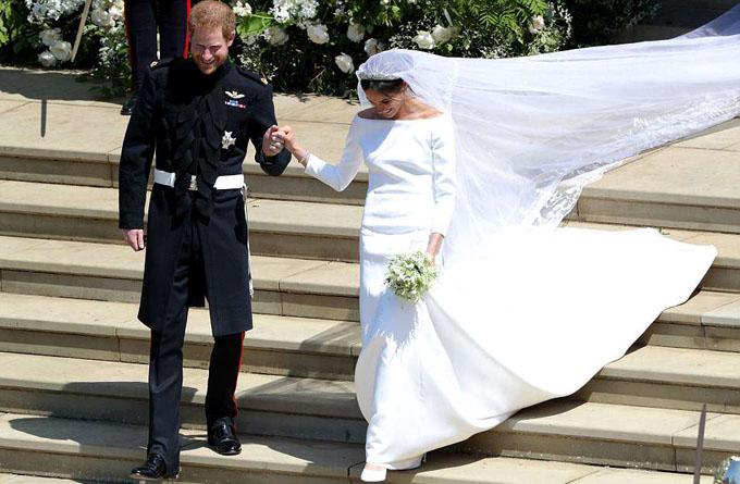 Cô dâu trong bộ váy của Givenchy.