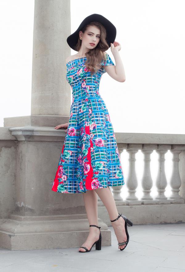 Tông màu bắt mắt cùng với các họa tiết sinh động được nhà thiết kế Nguyễn Trường Duy chọn lựa để đưa vào bộ sưu tập thời trangdành cho mùa hè.