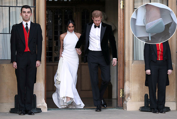 Đế giày màu xanh của nữ Công tước xứ Sussex. Ảnh: Rex.