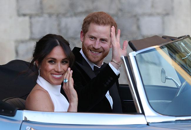 Meghan đeo chiếc nhẫn của Công nương Diana. Ảnh: PA.