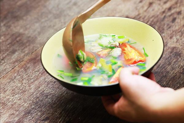Ăn canh trước khi vào bữa chính
