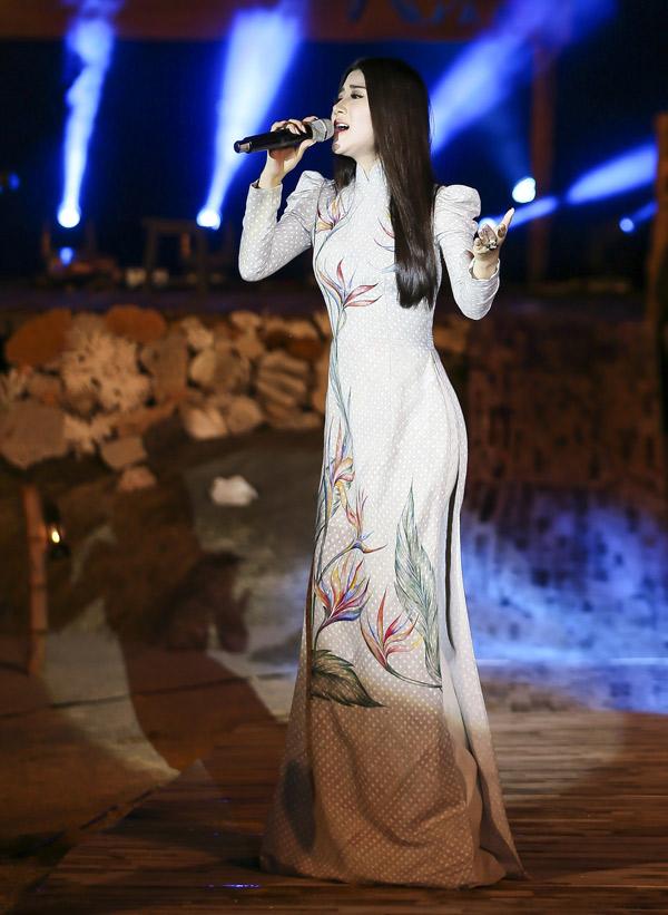 Cô tự tin thể hiện bản hit Vùng lá me bay của danh ca Như Quỳnh. Tố My liên tục được khán giả yêu cầu hát thêm.