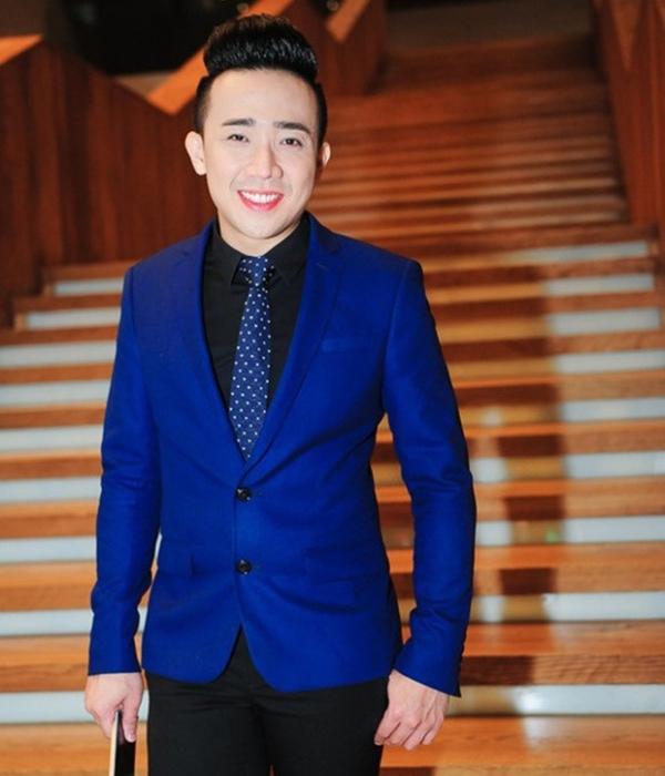 Trấn Thành là một trong những nam nghệ sĩ đầu tiên ở showbiz Việt sử dụng son phấn để làm đẹp khi dự sự kiện.