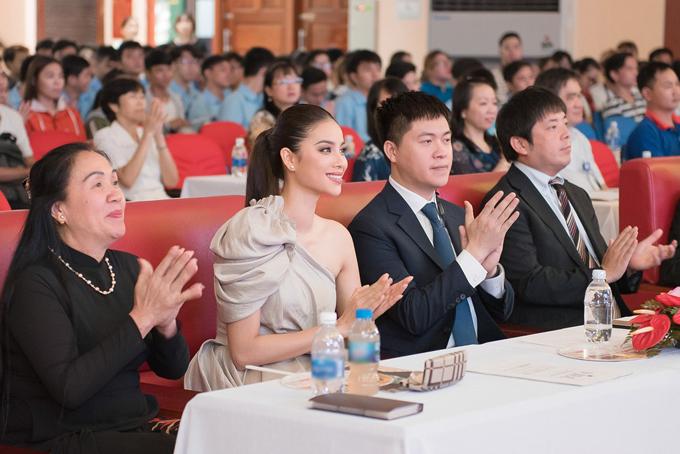 Phạm Hương cho biết, cuộcthi nàynằm trong khuôn khổ hoạt động của Lễ hội giao lưu văn hóa Việt -Nhật lần thứ sáu, nhằm tạo sân chơi chohọc sinh - sinh viên, giúp họ có cơ hội thể hiện năng khiếu, sở trường của bản thân.