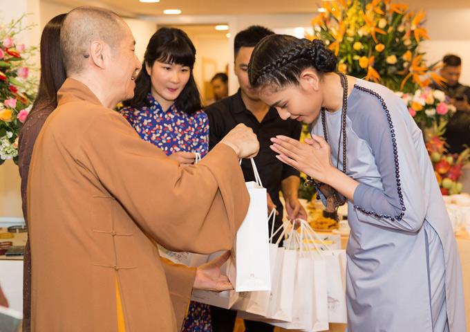 Trương Thị May chia sẻ, cô không cưỡng cầu chuyện tình cảm, duyên chưa tới nên người đẹp không vội vàng kết hôn.