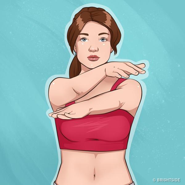 Đứng thẳng, hai tay duỗi thẳng trước ngực, thực hiện động tác đưa tay cắt kéo lần lượt 20 lần.
