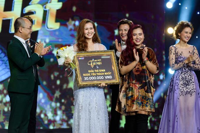 Ngoài ra, nữ ca sĩ còn thắng thêm giải phụ Thí sinh được yêu thích nhất.