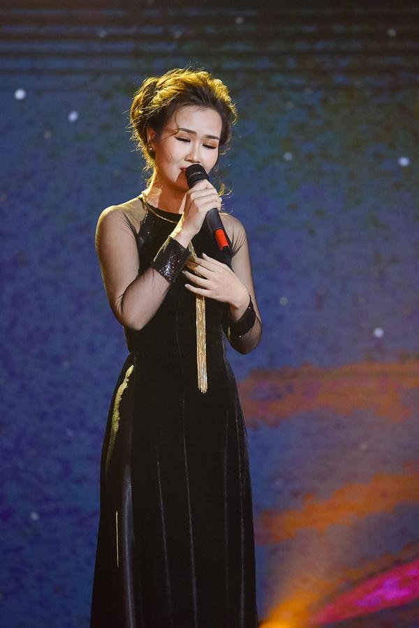 Trong đêm thi quyết định này, Võ Hạ Trâm gây xúc động khi thể hiện ca khúc Mẹ tôi. Giám khảo Giao Linh khen nữ ca sĩ chọn bài thông minh và đã hát bằng cả trái tim.