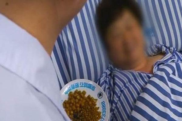 Bà Chen đang nằm trong bệnh viên sau ca mổ. Ảnh: N.C.