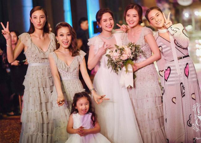 Màn tung hoa cưới độc nhất vô nhị của cô dâu Chung HânĐồng - 7