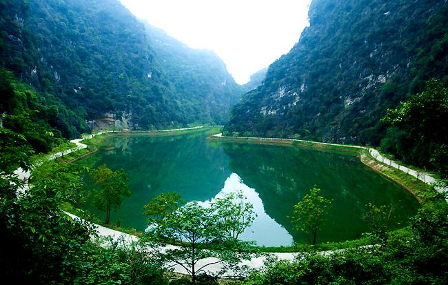 Ba điểm đến nổi tiếng cho một ngày du ngoạn Ninh Bình - 1