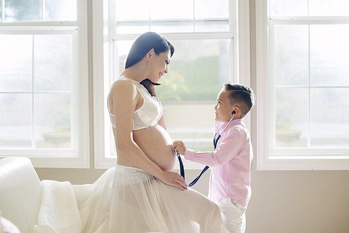 Ngày 1/6, Thanh Thảo làm tiệc baby shower để chuẩn bị chào đòn công chúa nhỏ ra đời. Tiệc sẽ có nhiều bạn bè, đồng nghiệp thân thiết của cô tham dự.