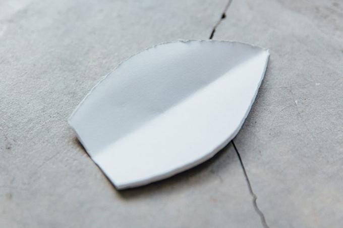 Bước 6: Cắt giấy như trong hình.