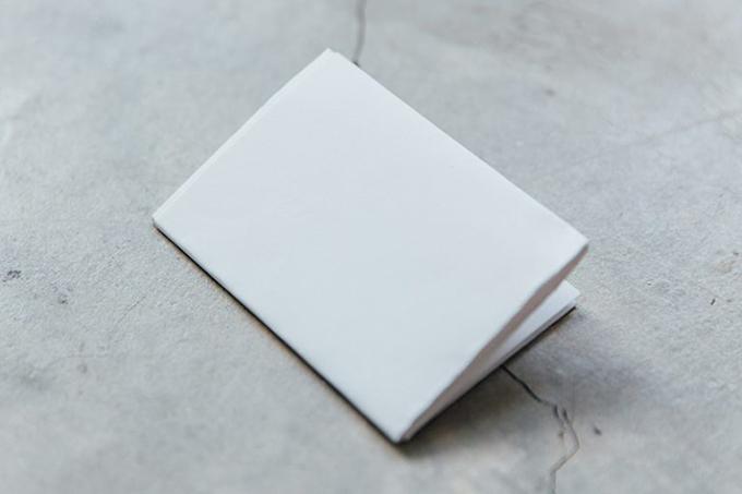 Bước 4: Tiếp tục gấp giấy theo chiều ngangthành 3 phần bằng nhau
