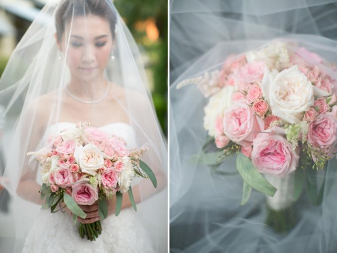 5. Hoa cưới: Một chút hồng pastel, một chút tường vi, một chút cẩm tú cầu, một chút cẩm chướng và một chút lá bụi sẽ tạo nên một bó hoa cưới cầm tay xinh xắn cho cô dâu.