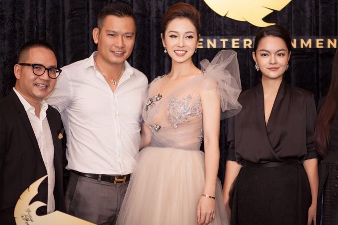 Ông xã tháp tùng Jennifer Phạm tới chúc mừng Thủy Top - 1