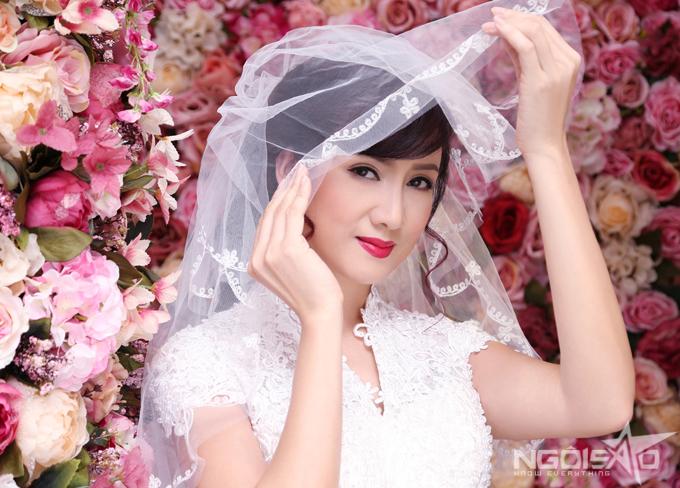 Bộ ảnh được thực hiện với sự hỗ trợ của photographer Phạm Thành Cân, retouch Phạm Đúng.