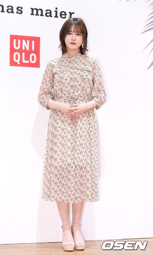 Goo Hye Sun dự sự kiện của một thương hiệu thời trang ở Myeong-dong, Seoul hôm 31/5. Mỹ nhân Vườn sao băngăn mặc giản dị như thói quen vốn có, gương mặt trangđiểm nhẹ nhàng, xinh xắn. Goo Hye Sun lấy chồngđã hơn 2 năm, tuy nhiên cô chưa vội sinh em bé.