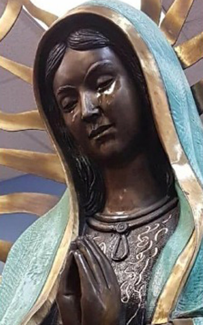 Nước mắt của tượng Maria đồng trinh giống như dầu và có mùi hương như hoa hồng. Ảnh:cbs7.com.