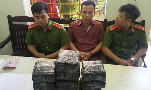 50 cảnh sát chặn chiếc xe chở ma túy tại Hà Tĩnh