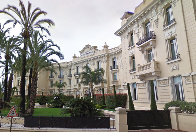 Khách sạn hạng sang Hermitage có giá phòng gần 2.300 USD một đêm. Ảnh: The Sun.