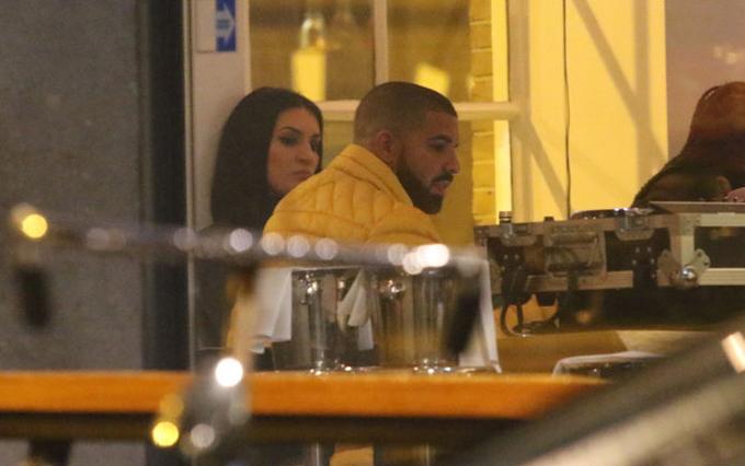 Drake và Sophie hẹn hò ở Amsterdam vào tháng 1/2017.