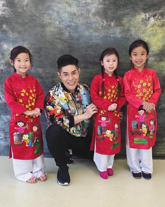 Đạo diễn Nguyễn Hưng Phúc dạy catwalk cho thiếu nhi tại Hong Kong