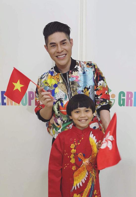 Đạo diễn Nguyễn Hưng Phúc dạy catwalk cho thiếu nhi tại Hong Kong - 1