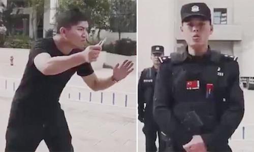 Cảnh sát Trung Quốc gây cười khi dạy cách thoát kẻ tấn công bằng dao