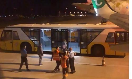 Máy bay Hà Lan hạ cánh khẩn cấp vì hành khách 'bốc mùi'