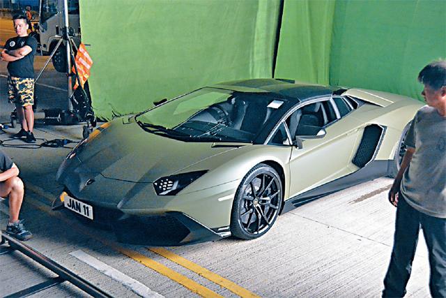 Ngoài siêu xe Lamborghini mới tậu, Quách Phú Thành sở hữu bộ sưu tập khoảng 30 chiếc xe, phần lớn đều là phiên bản giới hạn. Anh còn đầu tư mua biển số riêng như SKY, K1NG hay AAR0N, LORD AARON...