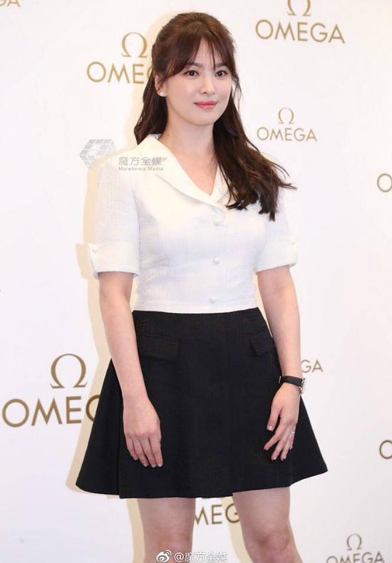 Song Hye Kyoăn gian chiều cao vớiđôi giày 11cm