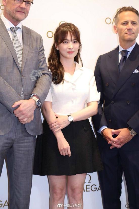 Giữa các quan khách quốc tế, Song Hye Kyo lọt thỏm.