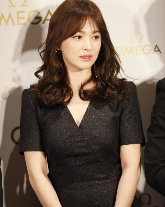 Song Hye Kyoăn gian chiều cao vớiđôi giày 11cm - 7
