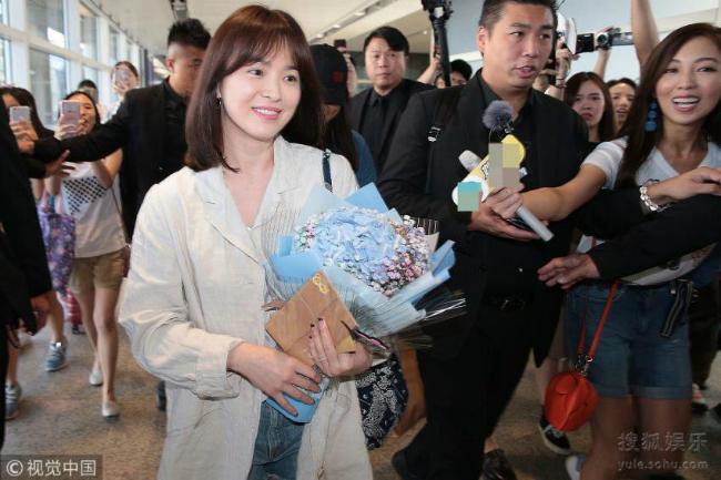 Song Hye Kyoăn gian chiều cao vớiđôi giày 11cm - 8