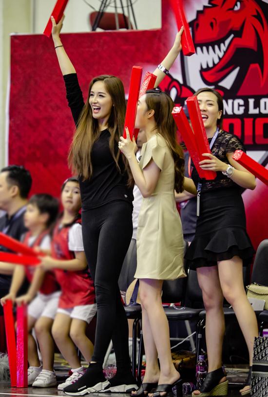 Khihọc cấp 3, Hoa hậu Việt Nam 2006 là một fan bự của giảibóng rổ nhà nghề Mỹ NBA. Sau này do bận rộn với công việc nên cô không còn theo dõinhư trước.