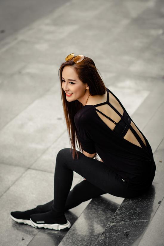 Mai Phương Thuý chia sẻ, ngoài đời thường cô mặc rất giản dị, chứ không quá cầu kỳ. Cô thích diện những trang phục thể thao, năng động, trang điểm nhẹ nhàng.