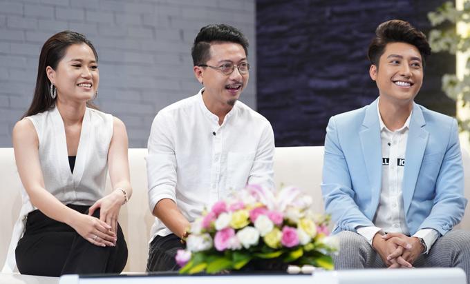 Bác sĩ sản khoa điển trai Vũ Quang (ngoài cùng bên phải) tham gia buổi ghi hình với chủ đề Mang thai và sinh con.