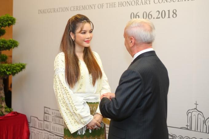 Trong nhiệm kỳ kéo dài 4 năm, Lý Nhã Kỳ sẽ phối hợp chặt chẽ với Đại sứ quán Romania tại Hà Nội. Đây vừa là niềm vui, vừa là trọng trách không nhỏ dành cho bản thân. Tôi rất tự tin và sẵn sàng để hoàn thành tốt nhiệm vụ, góp phần tăng cường mối quan hệ hữu nghị và hợp tác giữa Romania với Việt Nam nói chung, TP HCM nói riêng, nữ diễn viên bày tỏ.