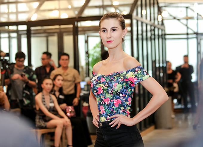 Fashion show Phong sẽ dược tổ chức vào ngày 16/6 tại TP HCM với sàn runway được bố trí một cách ấn tượng.