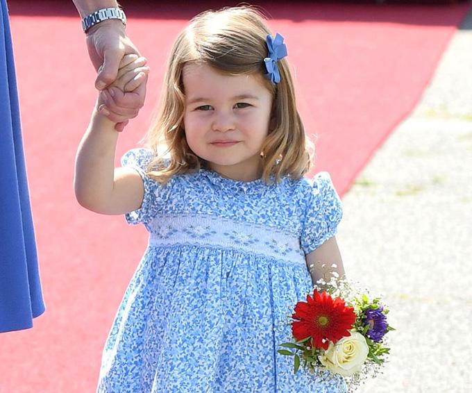 10 quy tắc hoàng gia nghiêm ngặt Công chúa Charlotte phải tuân thủ