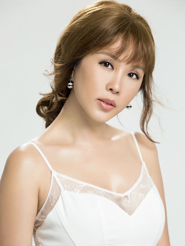 Hoa hậu Thu Hoài sở hữu vẻ đẹp không tuổi
