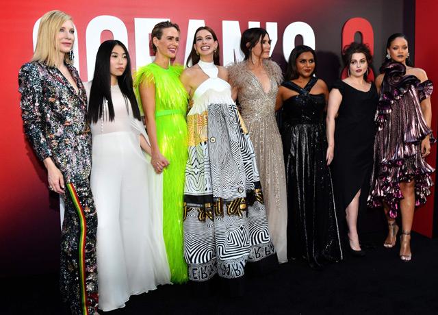 Oceans 8 xoanh quanh phi vụ đánh cắp kim cương của những người phụ nữ nóng bỏng và đầy tinh quái. Bộ phim được công chiếu tại Mỹ từ ngày 8/6 và tại Việt Nam từ ngày 22/6.