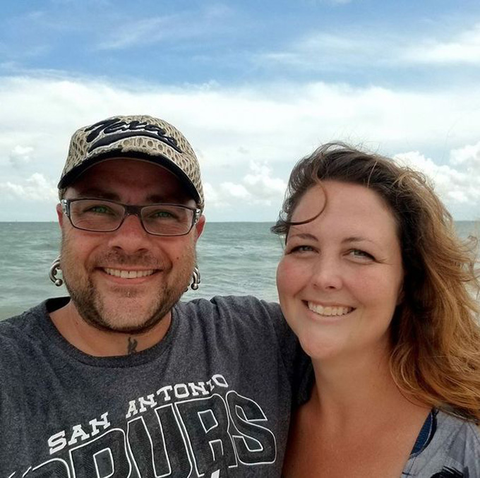 Anh Milo và vợ, chị Jennifer. Ảnh: Facebook.