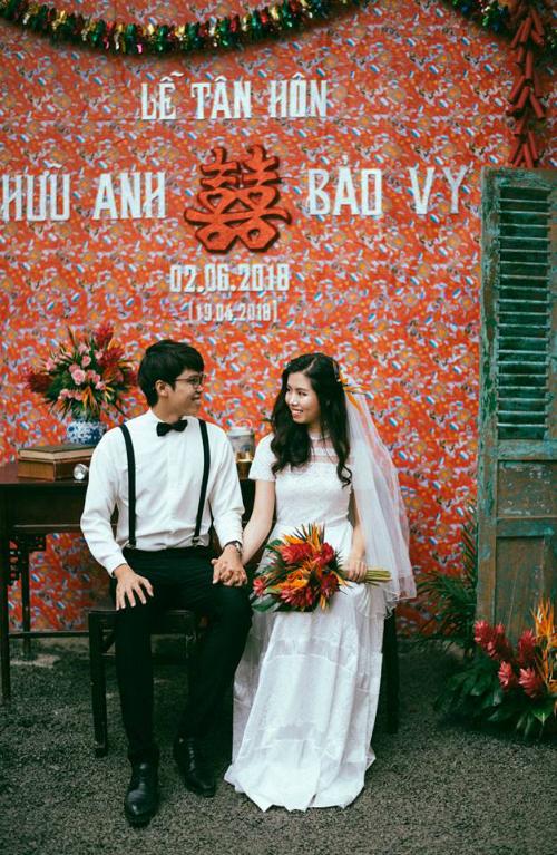 Cô dâu chú rể không quên trao nhau những ánh nhìn ấm áp tại hôn lễ.
